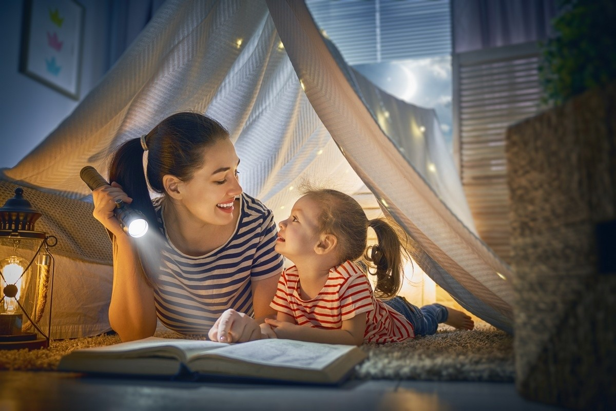 7 Benefits of Reading Bedtime Stories to Your Child