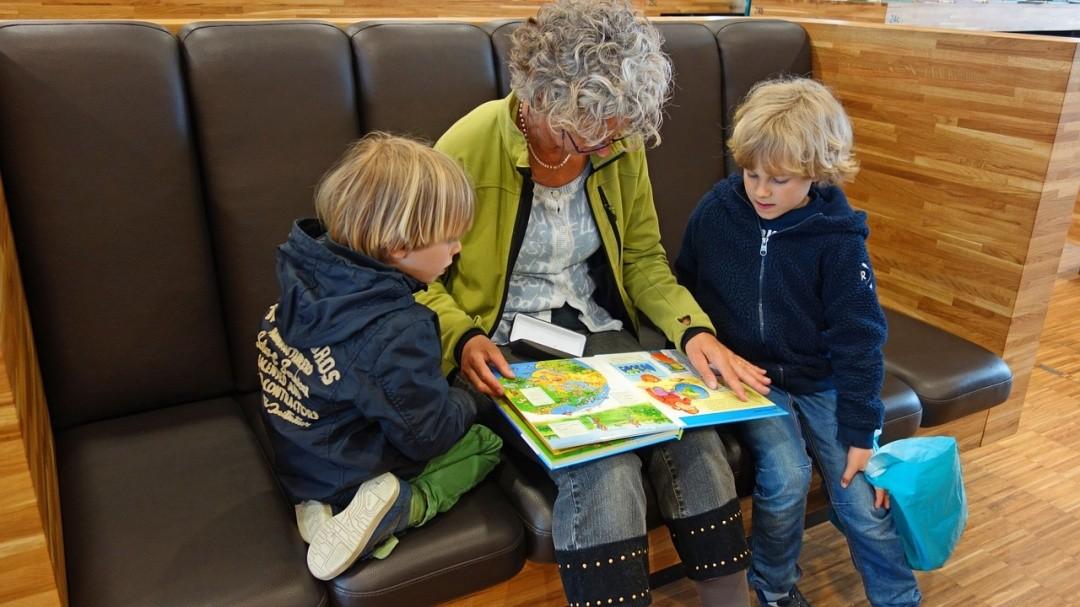 Ways to Teach Your Children to Respect Their Grandparents